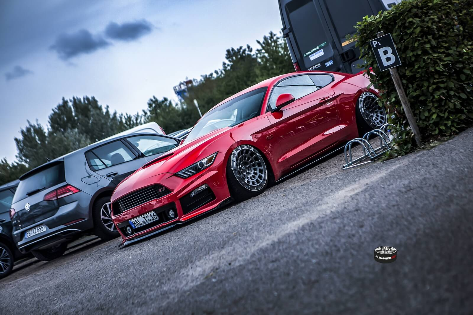 Alu disky Ford Mustang stanced - tuning Xs CarNight parking Dresden
